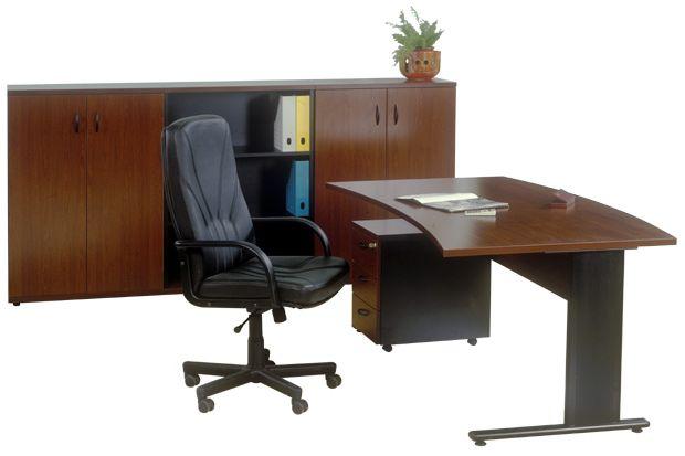 Íves vezetői íróasztal AVA fémlábbal