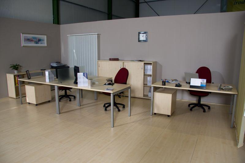 Corner fémlábas asztalok 3 fős munkahely