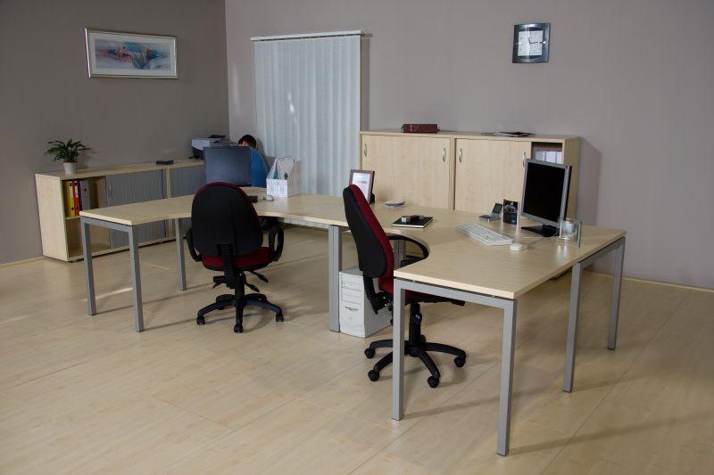 Corner fémlábas számítógépes asztalok