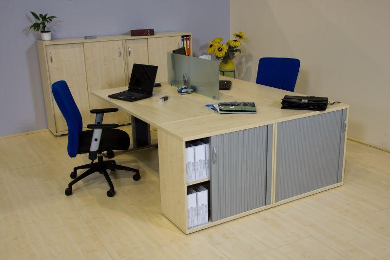 Vénusz juhar irodabútor redőnyös szekrényekkel