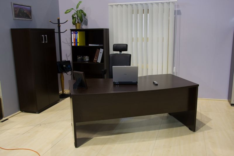Vénusz íves vezetői íróasztal érett tölgy színben