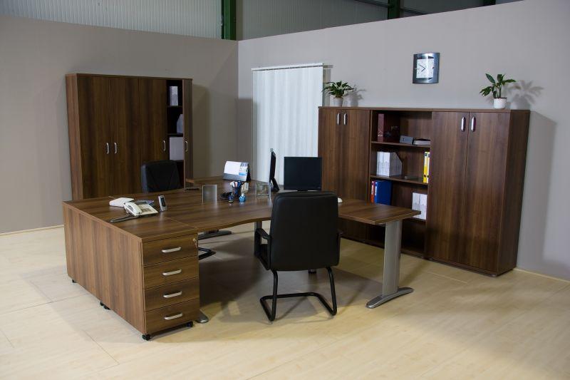 LUX fémlábas irodabútorok sötét színben