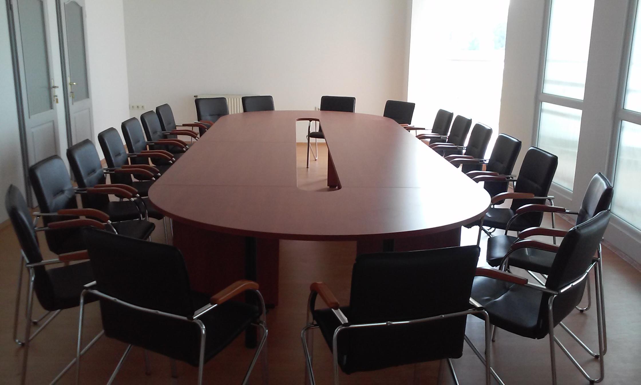 Laplábas tárgyalóasztalok választéka a Vénusz irodabútor családból